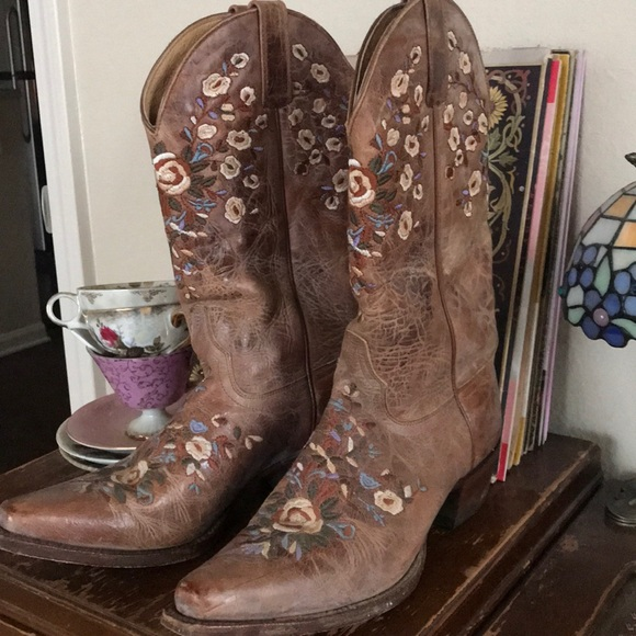 corral boots with flowers